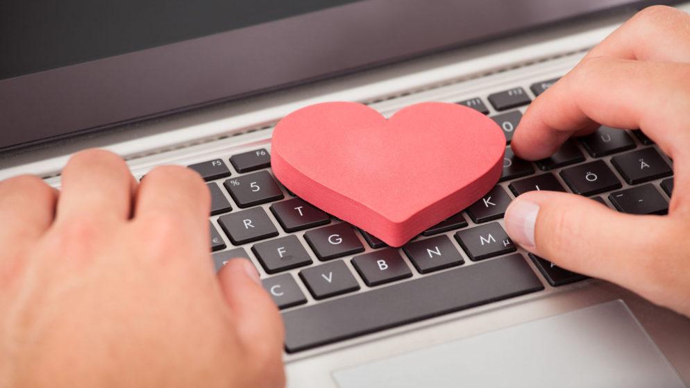 Hur man dejtar på nätet fast man är gift